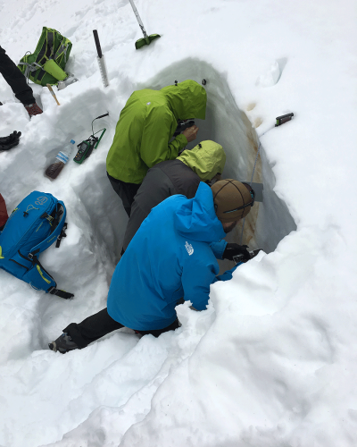 Safety course in avalanche terrain with Mamut Sierra Nevada